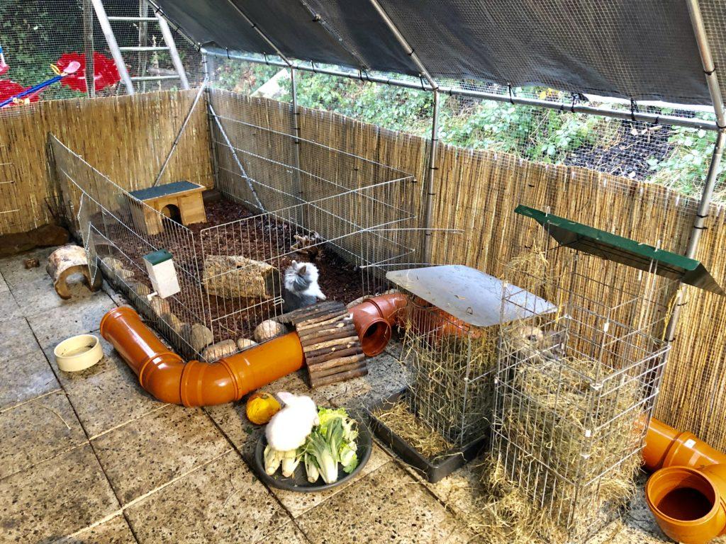 selbstgebaute Heuraufe für Kaninchen